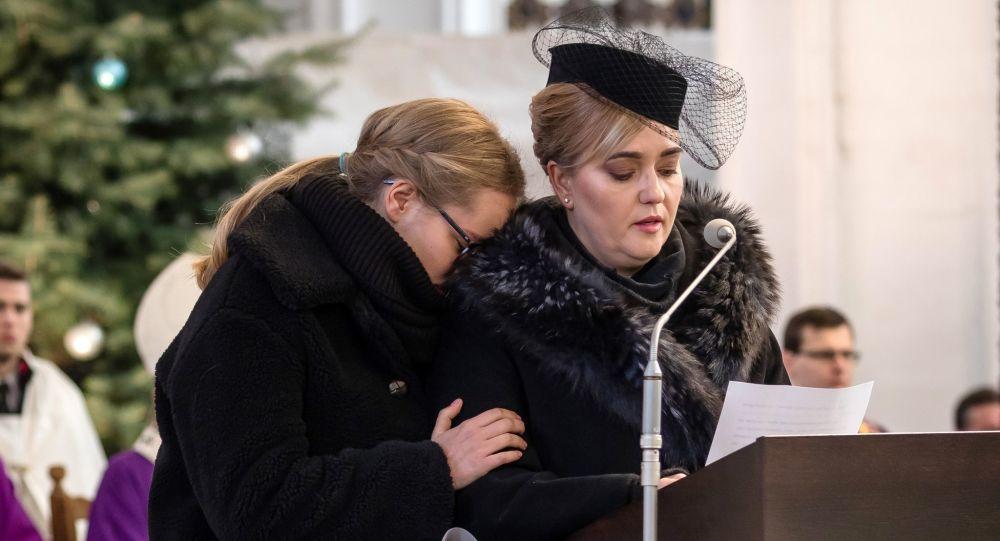 Magdalena Adamowicz i jej córka Antonina na pogrzebie Pawła Adamowicza