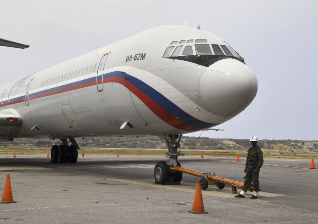 Rosyjski samolot Ił-62М na lotnisku Simon Bolivar w Wenezueli