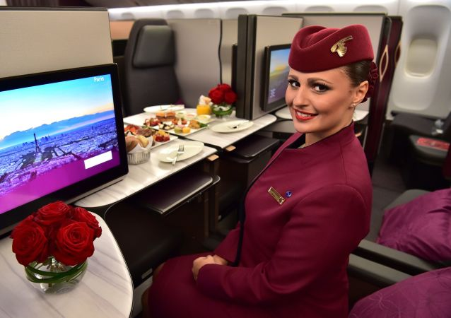 Stewardessa Boeinga 777 linii Qatar Airways