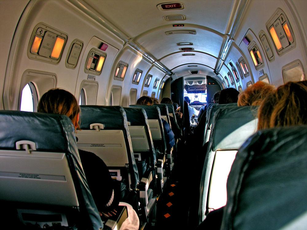 Wnętrze samolotu Beechcraft 1900 nowozelandzkich linii lotniczych Air New Zealand