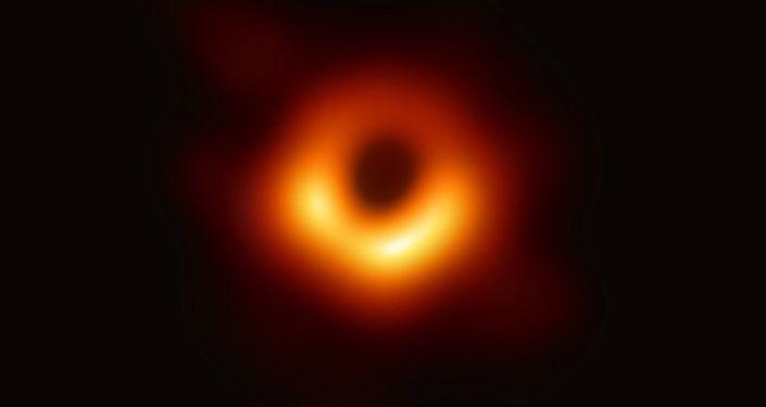 Zdjęcie czarnej dziury w galaktyce M87, wykonane przez teleskop Event Horizon Telescope