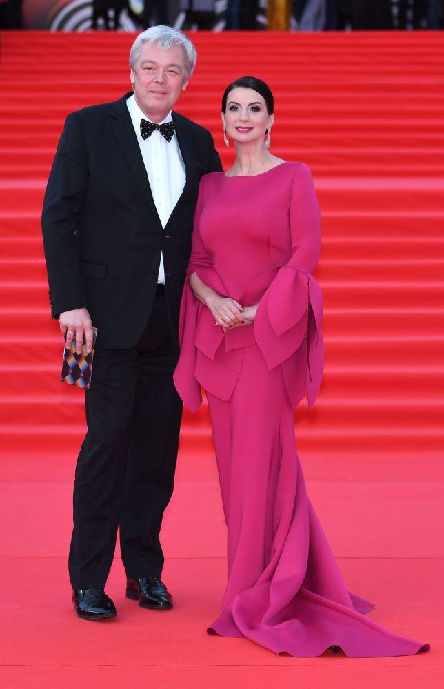 Reżyser Aleksandr Striżenow i jego żona Jekatierina na otwarciu Moskiewskiego Międzynarodowego Festiwalu Filmowego