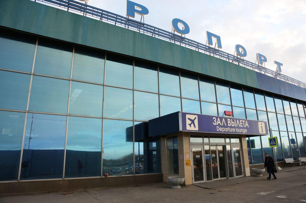 Wejście do budynku moskiewskiego lotniska Szeremietiewo