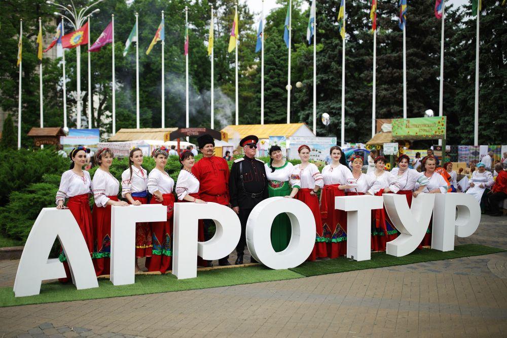 """Uczestnicy targów i jarmarku turystyki wiejskiej """"AgroTUR-2019"""" w Krasnodarze"""