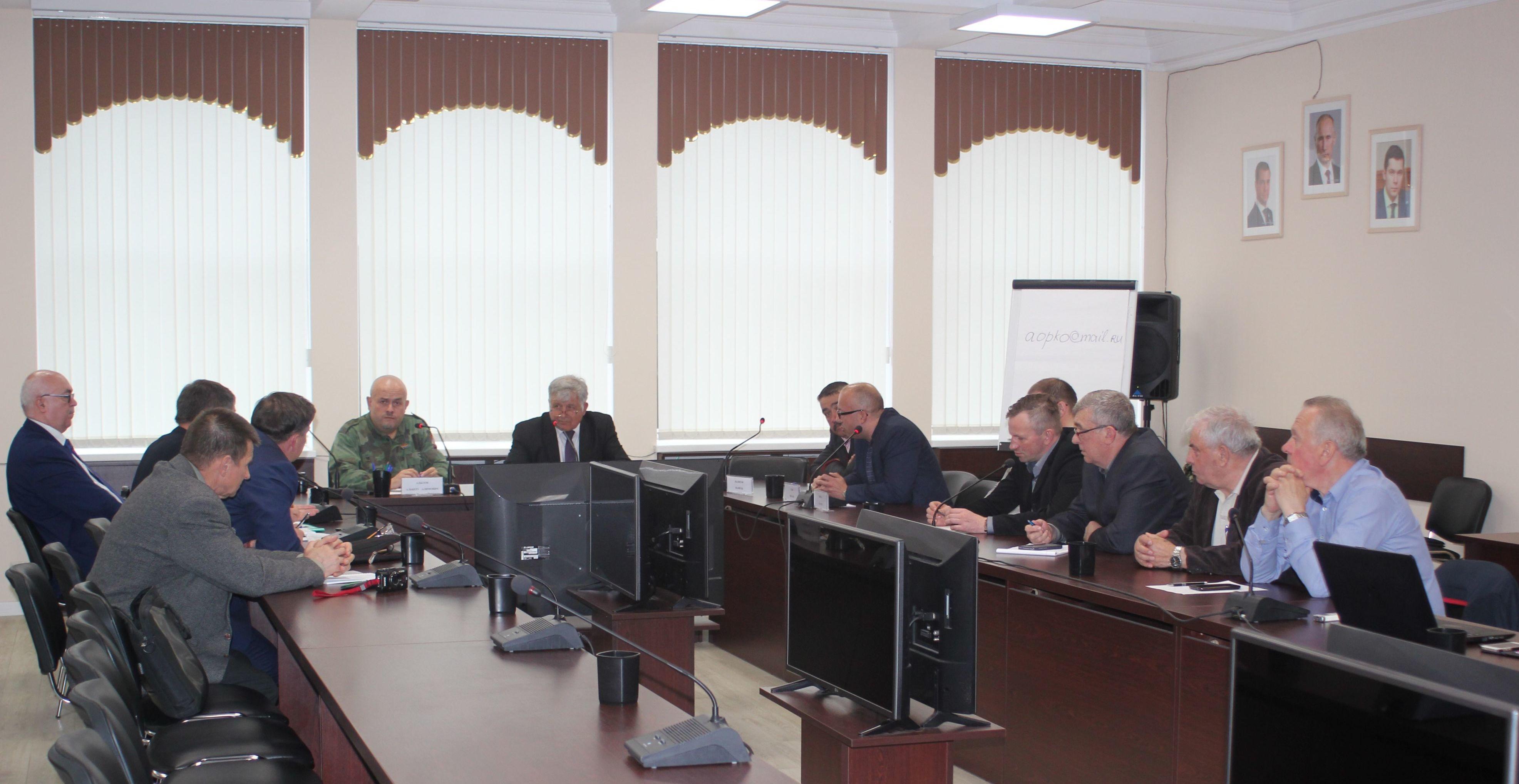 """Uczestnicy konferencji """"Nauka historii jako przedmiot walki z rusofobią"""""""