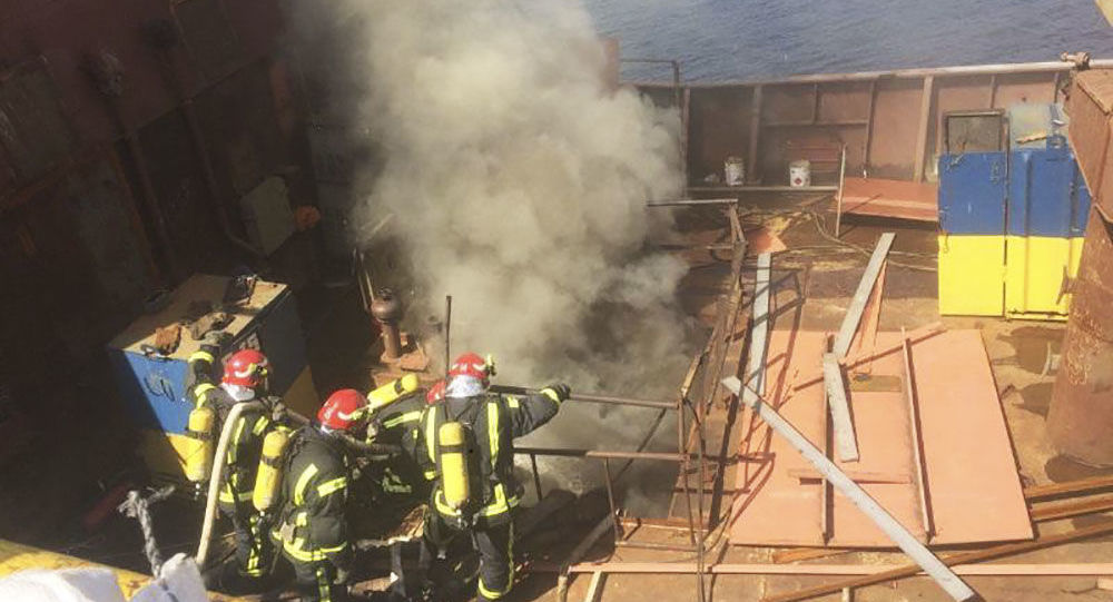 """Na okręcie wojennym, który przycumował w stoczni """"Kuznica na Rybalskom"""" w Kijowie doszło do poważnego pożaru"""