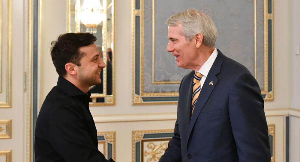 Prezydent Ukrainy Wołodymyr Zełenski z amerykańskim senatorem Robertem Portmanem
