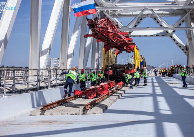 Pierwszy tor kolejowy Mostu Krymskiego