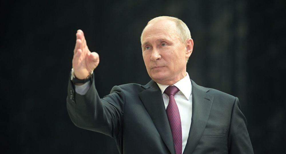 Władimir Putin podczas gorącej linii