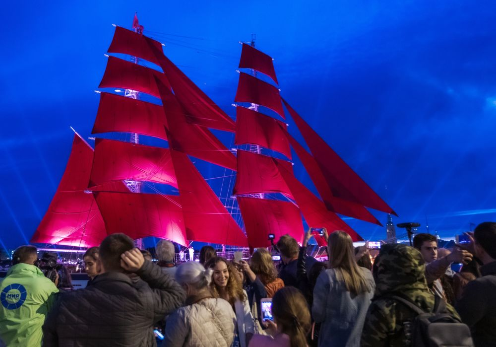 "Bryg Rosja na festiwalu ""Szkarłatne żagle"" w Petersburgu"