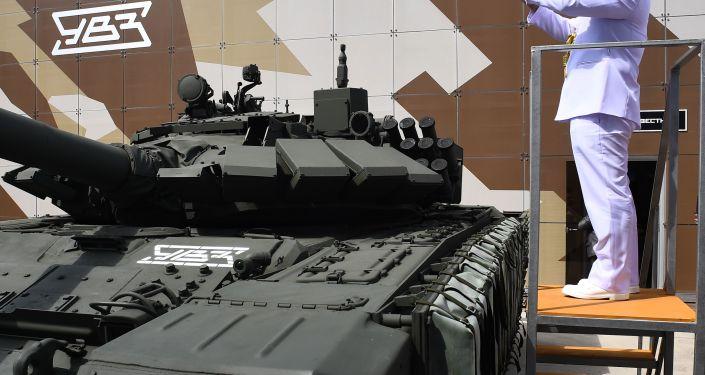 """Czołg konstrukcji radzieckiej T-72 na Międzynarodowym Forum Wojskowym """"Armia-2019"""""""