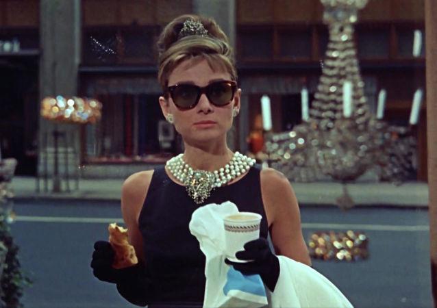 """Kadr z fimu """"Śniadanie u Tiffany'ego"""""""