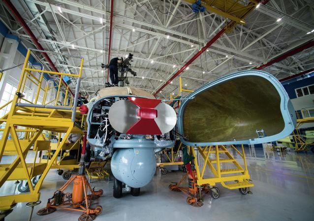 Radar rozpoznawczy śmigłowca szturmowego Ka-52 Alligator w zakładzie firmy Progress wchodzącej w skład holdingu Śmigłowce Rosji w Kraju Nadmorskim
