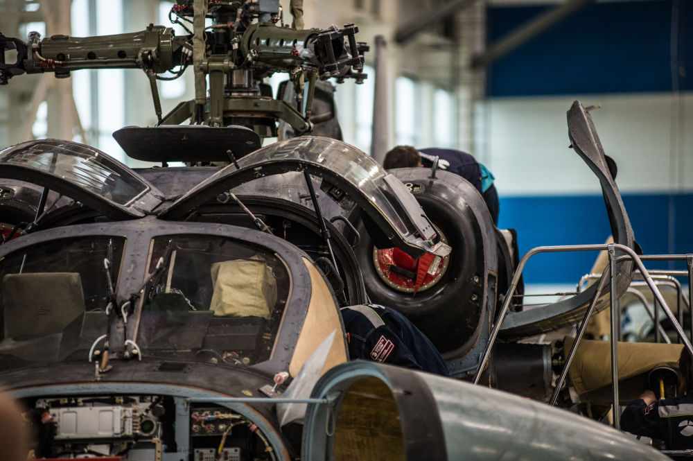 Proces produkcji śmigłowca szturmowego Ка-52 Alligator w zakładzie firmy Progress