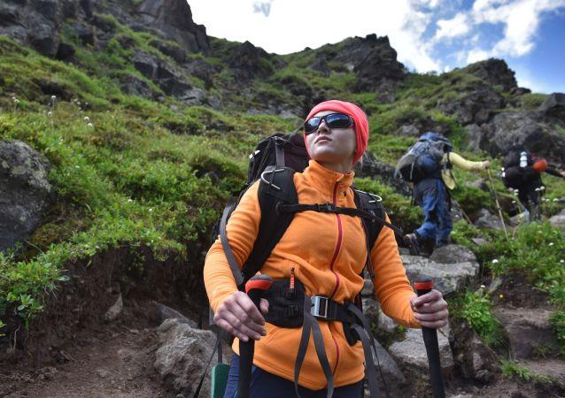 Alpiniści podczas wspinaczki na najwyższy szczyt Kaukazu – Elbrus