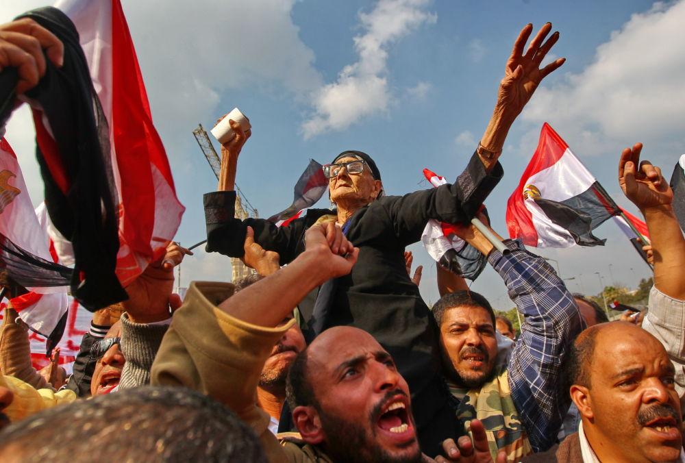 Demonstracja na placu Abbasia w Kairze, Egipt