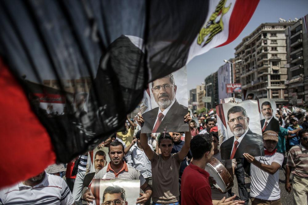 Zwolennicy wypartego prezydenta Egiptu Muhammada Mursiego w Kairze