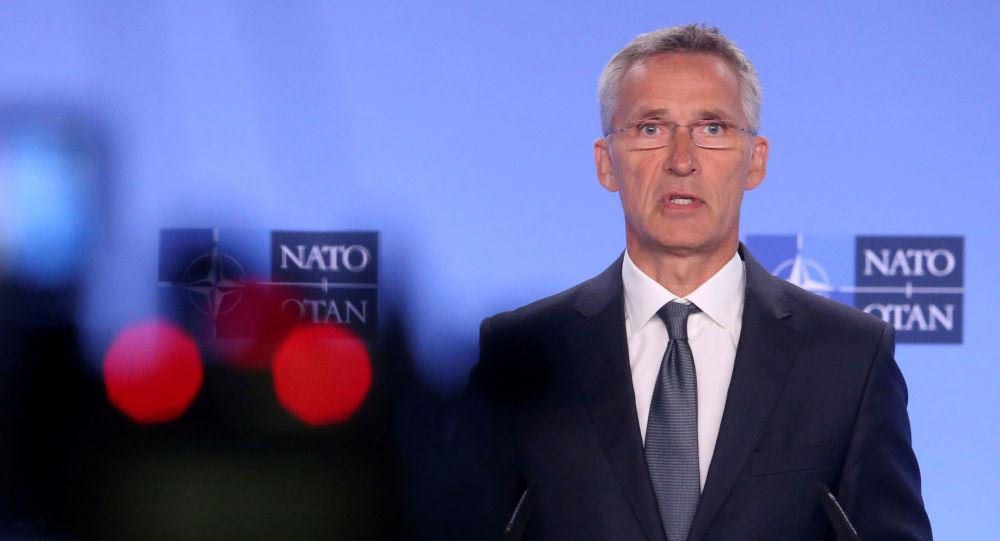 Sekretarz generalny NATO Jens Stoltenberg na konferencji w Brukseli
