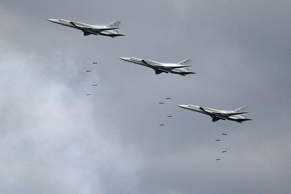 """Bombowce Tu-22M3 dalekiego zasięgu na ogólnorosyjskim etapie zawodów """"Aviadarts 2019"""" na poligonie lotniczym pod Riazaniem"""