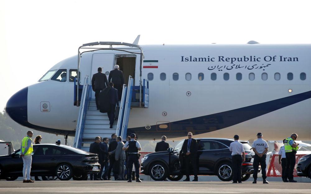 Samolot rządowy Islamskiej Republiki Iranu na lotnisku Biarritz