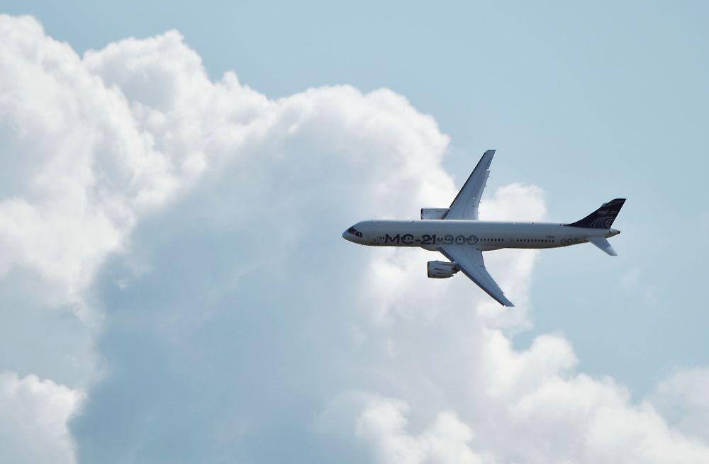 Rosyjski samolot MC-21 na Międzynarodowym Salonie Lotniczym i Kosmicznym MAKS 2019