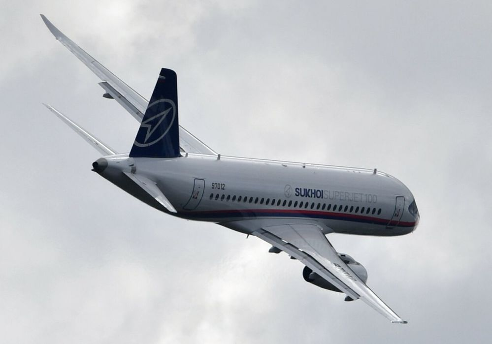 Rosyjski samolot pasażerski Suchoj Superjet 100 na Międzynarodowym Salonie Lotniczym i Kosmicznym MAKS 2019