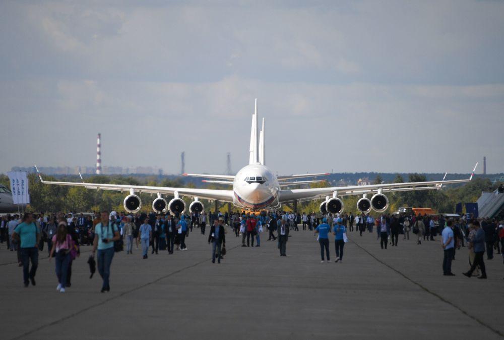 Rosyjski samolot pasażerski Ił-96 na Międzynarodowym Salonie Lotniczym i Kosmicznym MAKS 2019