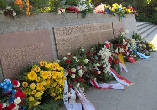 Pomnik ku czci polskich żołnierzy i niemieckich antyfaszystów w Berlinie