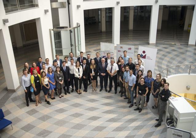 Uczestnicy rosyjsko-polsko-niemieckiego forum młodzieżowego w Gdańsku