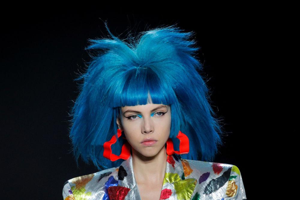 Modelka prezentuje kolekcję  Jeremy Scott Spring/Summer 2020 podczas Tygodnia Mody w Nowym Jorku