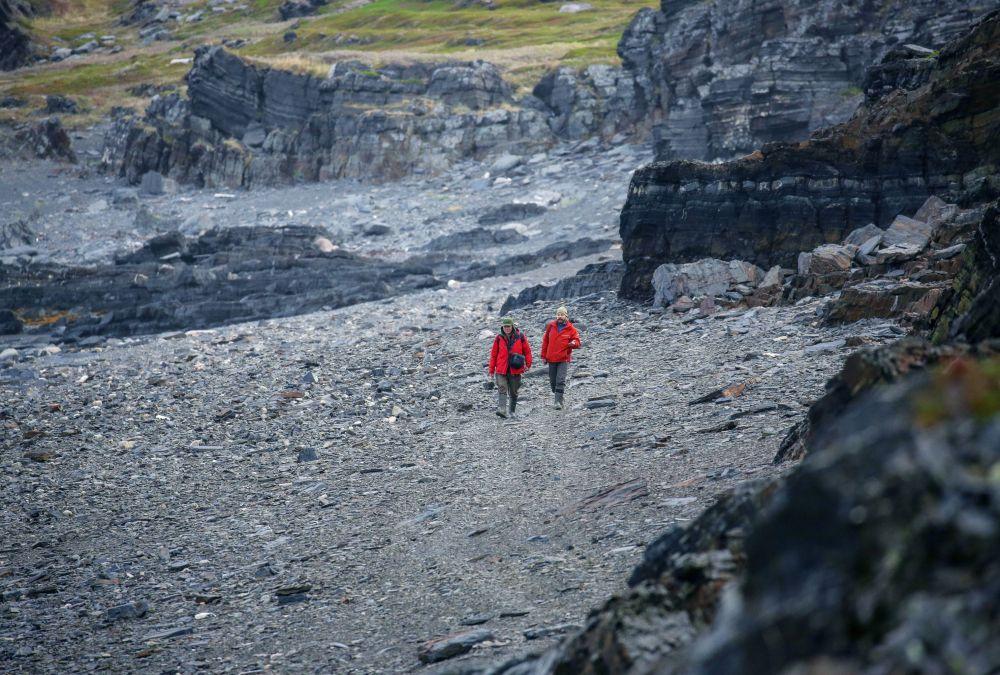 Turyści na półwyspie Rybachy w obwodzie murmańskim