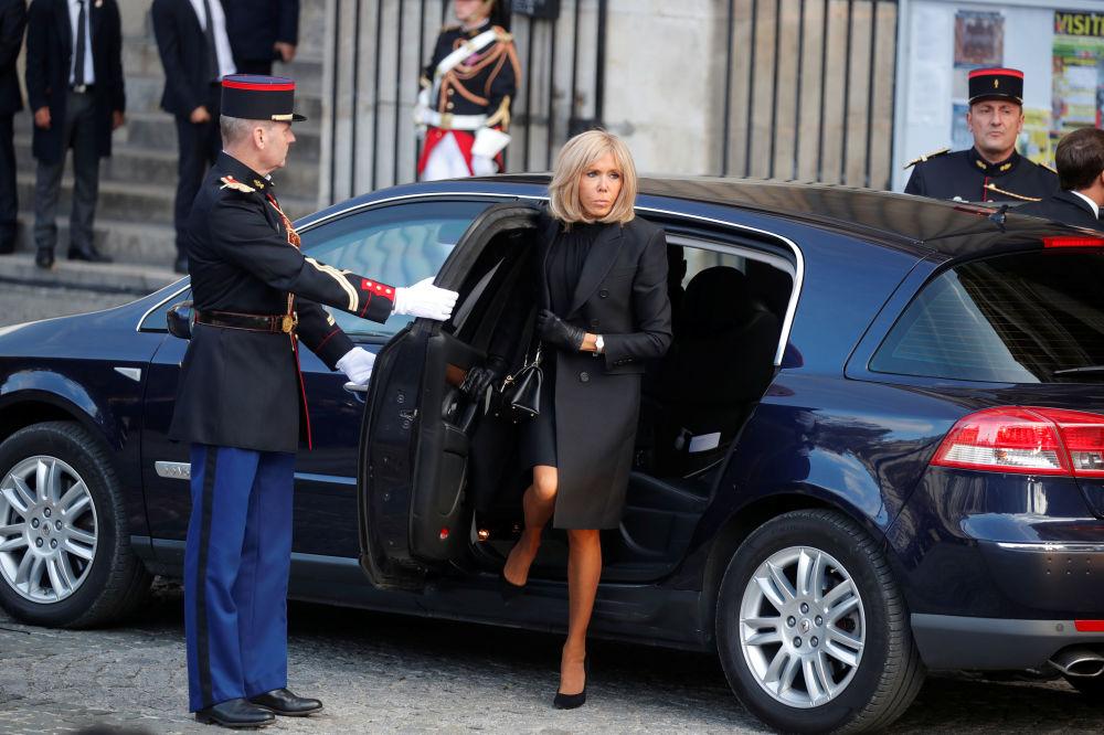 Brigitte Macron przybyła na uroczystości pogrzebowe byłego prezydenta Francji