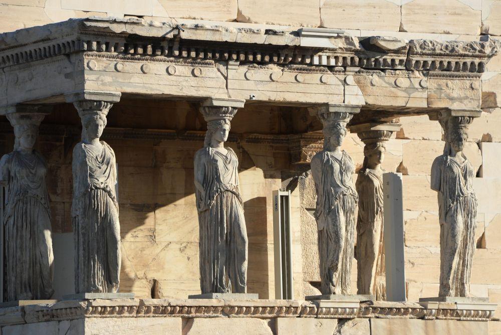 Południowa strona świątyni Erechtheion, zbudowana na ateńskim Akropolu
