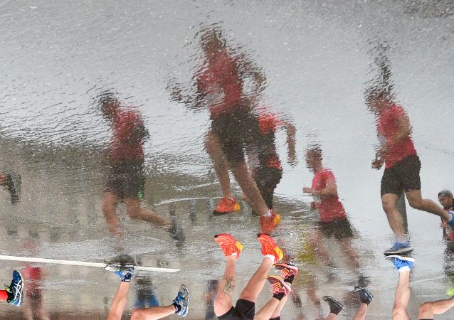 Uczestnicy Moskiewskiego Półmaratonu 2017 w czasie biegu