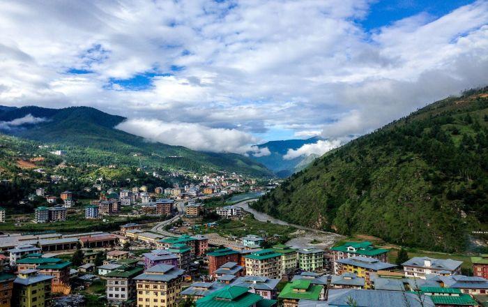 Wieś w Bhutanii, we wschodnich Himalajach