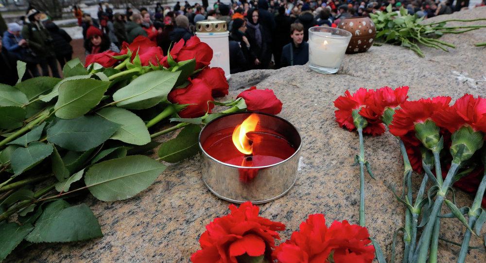 Kwiaty na miejscu zabójstwa Borysa Niemcowa