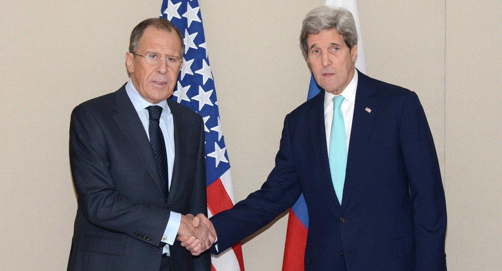 Rosyjski minister spraw zagranicznych Siergiej Ławrow i sekretarz stanu USA John Kerry