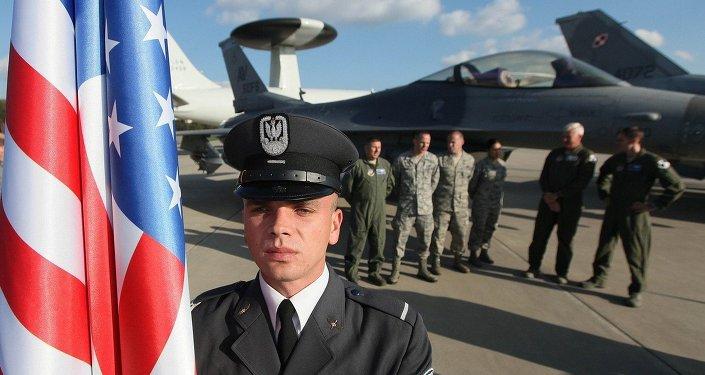 Żołnierz z flagą USA
