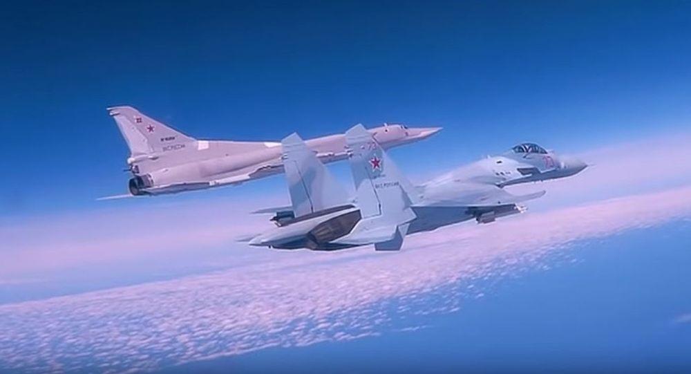 Lot bombowców dalekiego zasięgu Tu-22M3 nad Morzem Czarnym