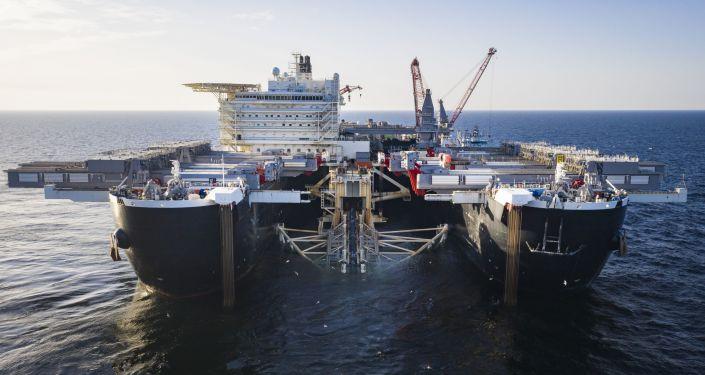 Pioneering Spirit podczas układania gazociągu