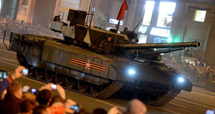 Czołg T-14 Armata podczas próby defilady wojskowej w Moskwie