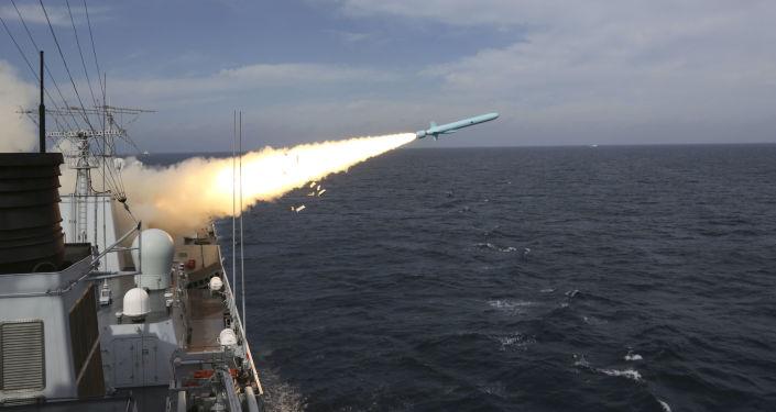 Chiński niszczyciel rakietowy podczas ćwiczeń wojskowych na Morzu Wschodniochińskim. Zdjęcie archiwalne