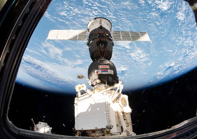 Statek Sojuz MS-12 zadokowany do MSK