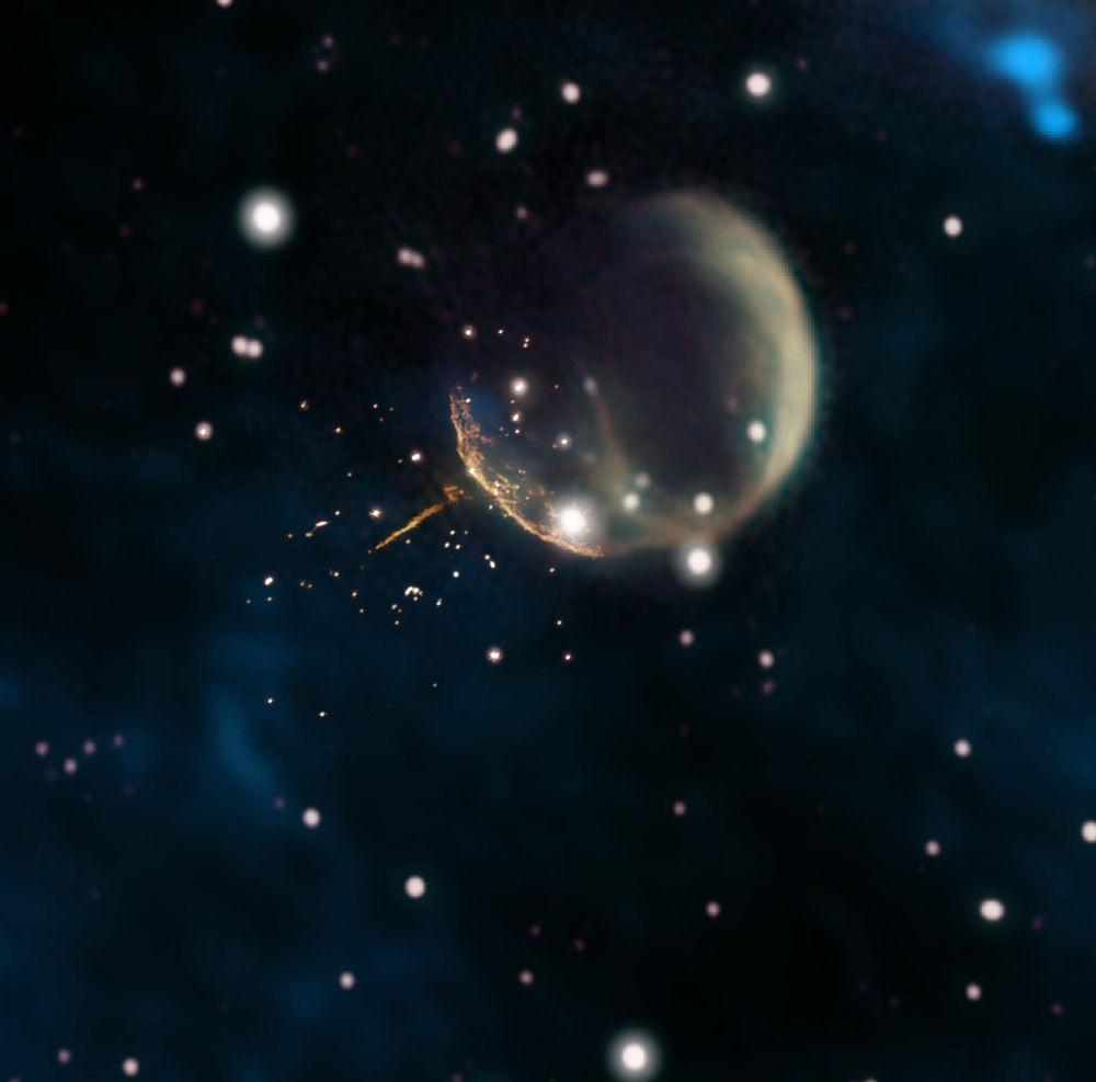 Pozostałość po supernowej CTB1, przypominającej bańkę, i świecący ślad po pulsarze J0002+6216.