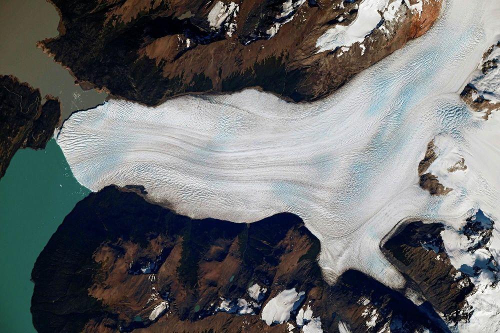 Lodowiec Perito Moreno w Parku Narodowym Los Glaciares w południowo-zachodniej prowincji Santa Cruz w Argentynie.