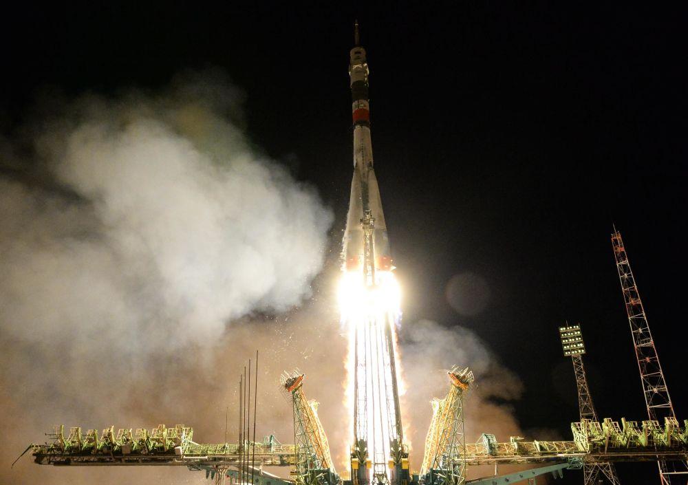 Start statku załogowego Sojuz MS-12.