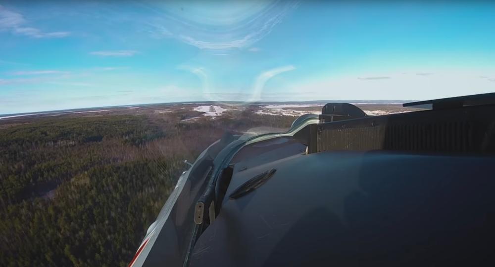 """Widok z kokpitu Su-35 na ćwiczeniach """"Ładoga-2019"""""""