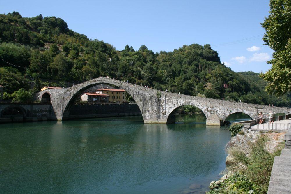 Most Św. Magdaleny we włoskiej miejscowości Borgo a Mozzano