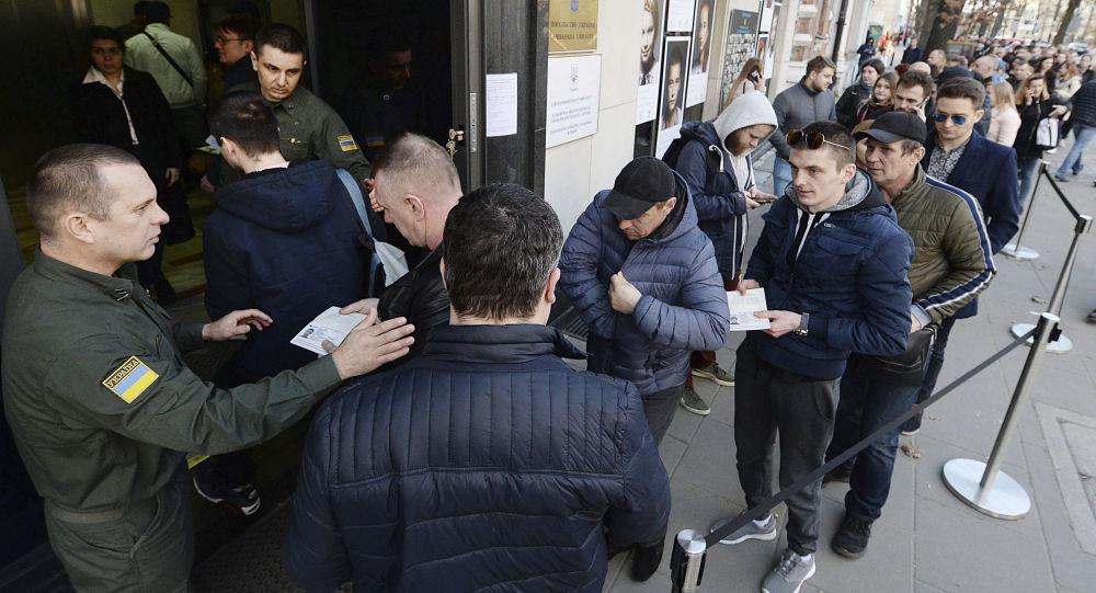 Wyborcy z Ukrainy w Warszawie