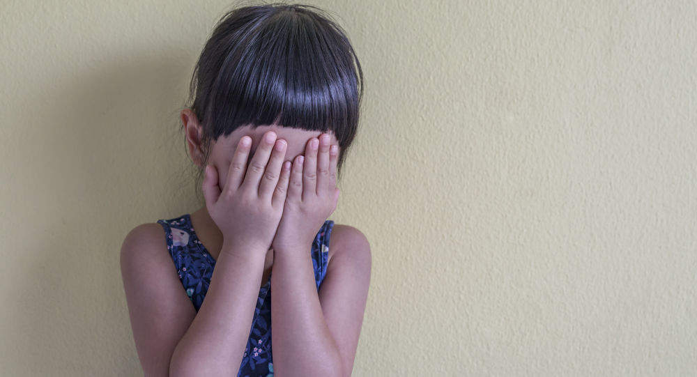 Dziewczynka płacze